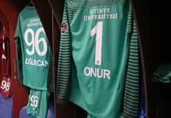 Trabzonspordan ayrılan Onur Kıvrak kulüp tarihine geçti