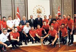 Erdoğan, Ampute Milli Takımı'nı kabul etti