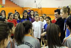 Filenin Sultanları, öğrencilerle voleybol oynadı