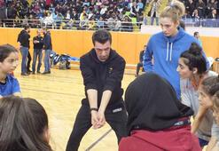 Giovanni Guidettiden kız çocuklarına eğitim