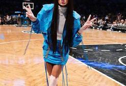 Winnie Harlow, LA Clippers-Brooklyn Nets maçında damga vurdu