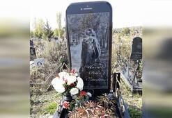 Ölen gence 'iPhone şeklinde' mezar yapıldı