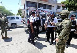 Acapulcoda tüm polis memurlarının silahlarına el kondu