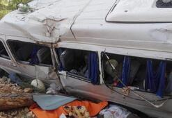 Kahramanmaraşta servis minibüsü devrildi: Ölü ve yaralılar var