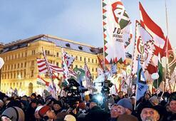 Macarlar protestoyu sürdürüyor