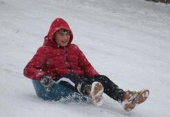 Kar tatili haberleri peş peşe geliyor Hangi illerde okullar tatil