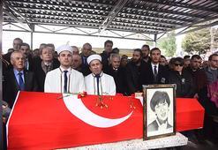 Ayşen Grudanın cenazesinde fotoğraf çekilme kavgası