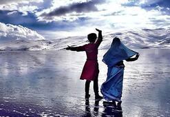Çıldır Gölü'nde buzlarla görsel şölen