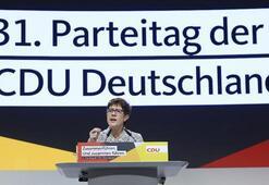 Son dakika... Merkelin yerine gelen isim belli oldu