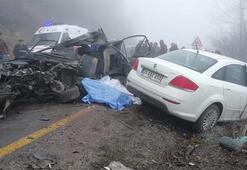 Feci kaza Öğrenci servisiyle otomobil çarpıştı