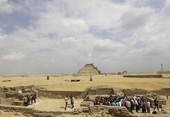 Mısırda 3 bin yıl öncesine ait 8 mumya bulundu