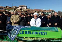 Osman Çakmakın annesi son yolculuğuna uğurlandı