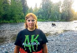 Alaska'yı tek başına motosikletle gezdi