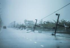 Taylandda son 30 yılın en şiddetli fırtınası turistik yerleri vurdu