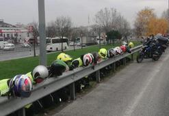 Kasklı motosikletliler başlarını bariyerlere koydu