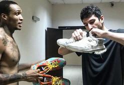 Türk oyuncudan yabancı rakibine ayakkabı jesti