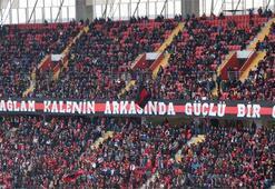 Eskişehirspor taraftarı Barış Manço'yu unutmadı