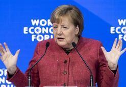 Merkelden eleştiri: AB fikir birliğine sahip değil