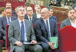 Katalan siyasilerin duruşması başladı