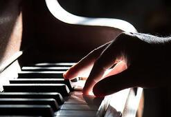 ABDde zimmetine para geçiren akademisyene piyano cezası