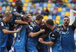Salih Uçan ilk maçında mükemmel gol attı