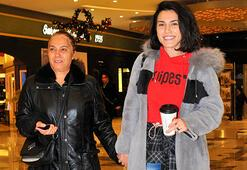 Anne ile el ele alışveriş