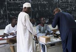 Afrikanın en istikrarlı demokrasilerinden Senegal cumhurbaşkanını seçiyor