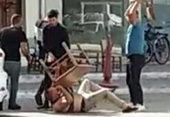Masa ve sandalyelerle dövdüler