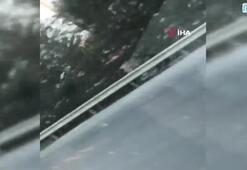 Otoyolda tek teker giden motosikletli maganda kamerada