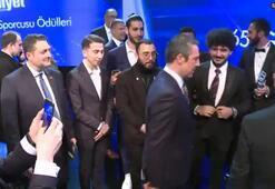 Ali Koç Ampute Futbol Millî Takımı ile objektiflere poz verdi