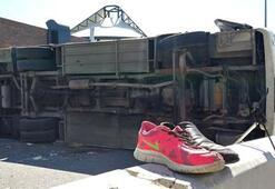 İzmirde çocukları ve ailelerini taşıyan midibüs kaza yaptı