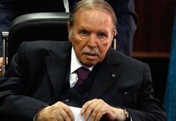 Cezayirde flaş gelişme: İstifa etti