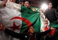 Cezayirde göstericiler Buteflikanın gitmesinden fazlasını istiyor