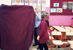 Şeffaf sandıklar kuruldu oy kabinleri hazırlandı