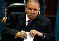 Cezayirde koalisyon ortağından Buteflikaya istifa çağrısı
