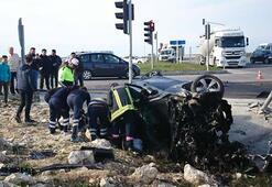 Kan donduran kazada ikiye bölündü Lüks otomobil ile TIR çarpışınca...