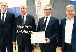 İzmir'de, CHP'li başkanlardan ilk mazbatayı Selvitopu aldı
