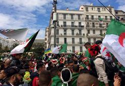 Cezayirde dev gösteriler