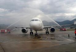 İlk uçak böyle karşılandı