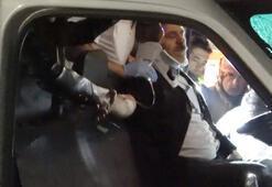 Kazada sıkışan sürücünün elini bir an bile bırakmadı