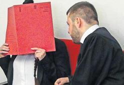 DAEŞ'li Alman kadın Ezidi kıza işkenceden yargılanıyor
