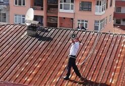 Son dakika: Megafonla çatıya çıktı Tüm ilçe ayağa kalktı…