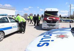 Servis minibüsünde korkunç ölüm Polisler bile şoka girdi