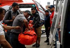 Yolcu uçağı pistteki helikoptere çarptı