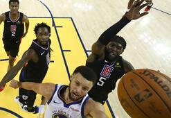 Curry, play-offlara rekorla başladı