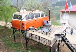 Ağaç ev isteyen kızlarına minibüsten ev yaptı