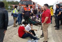 Mersinde işçi servisi devrildi: 11 yaralı