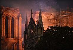 İnsanlığın ortak mirası Notre Dame yandı