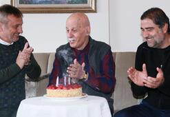 Ahmet Suat Özyazıcıya sürpriz doğum günü