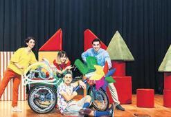 Minik tiyatrocular Oyun Makinesi'nde